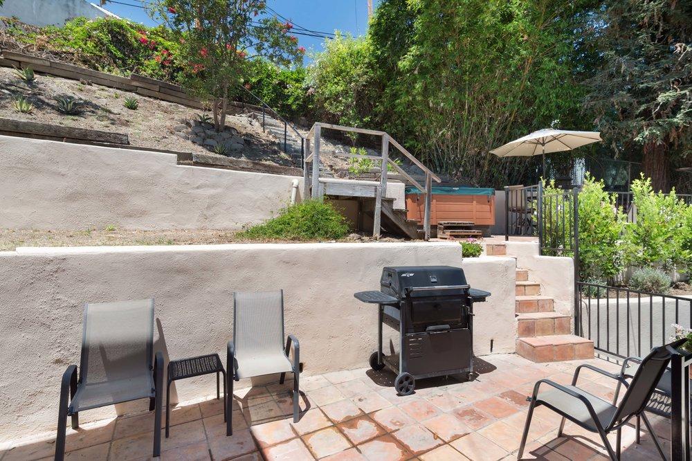 020 Yard 15072 Rayneta Sherman Oaks For Sale The Malibu Life Team Luxury Real Estate.jpg