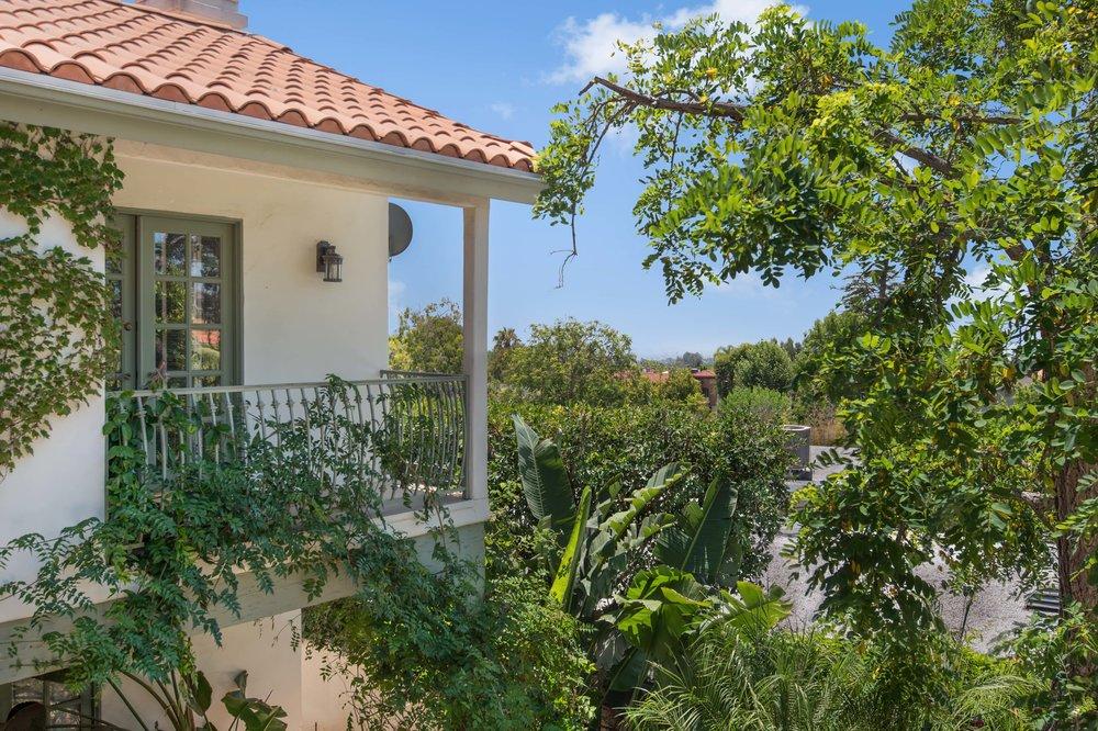 004 patio balcony 437 North Bonhill Road Los Angeles Malibu For Sale Lease The Malibu Life Team Luxury Real Estate.jpg