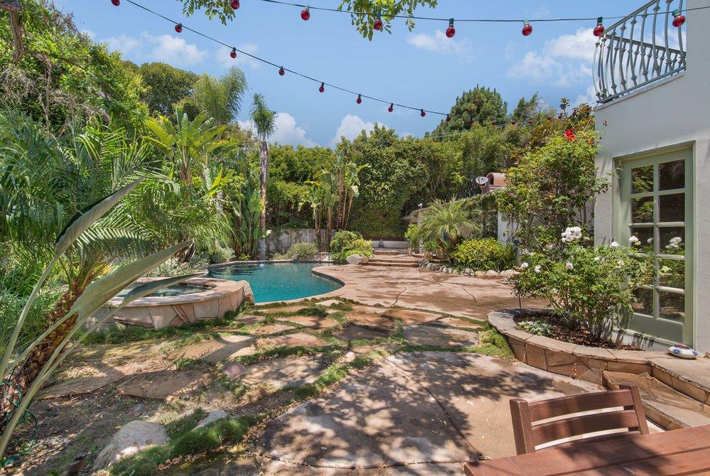 005 pool 437 North Bonhill Road Los Angeles Malibu For Sale Lease The Malibu Life Team Luxury Real Estate.jpg