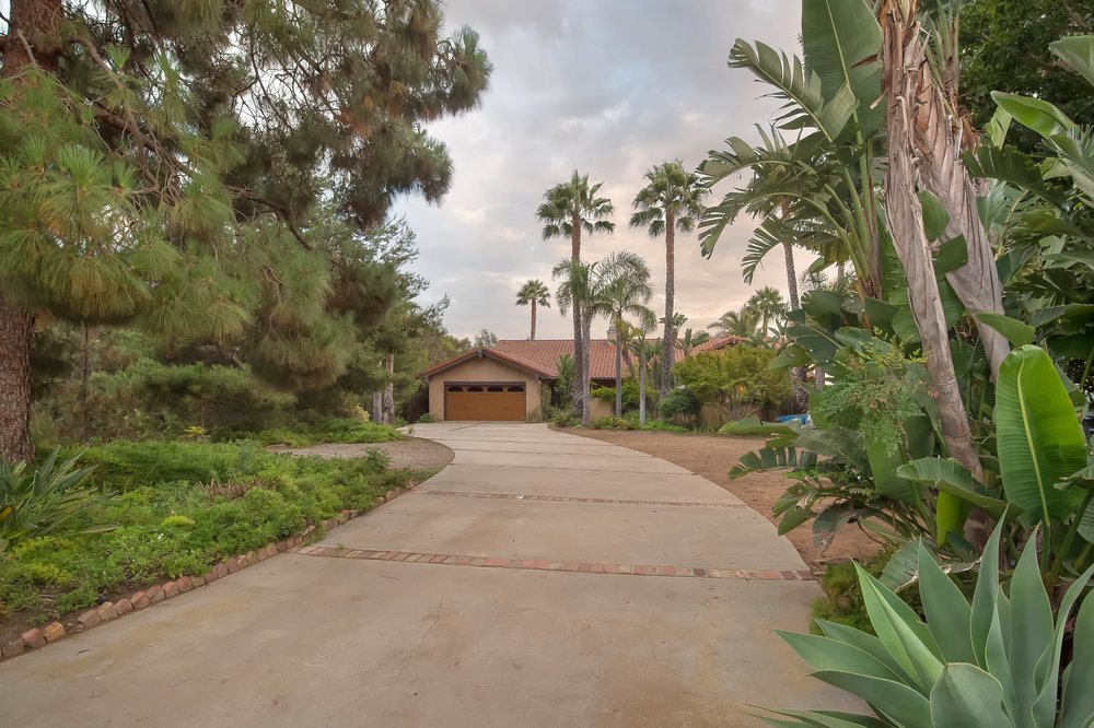 007 long driveway front 29660 Harvester Road Malibu For Sale The Malibu Life Team Luxury Real Estate.jpg