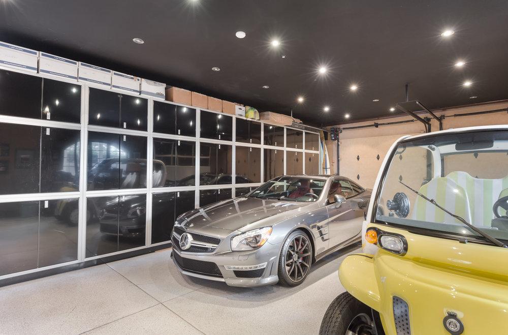 027.1 garage1.jpg