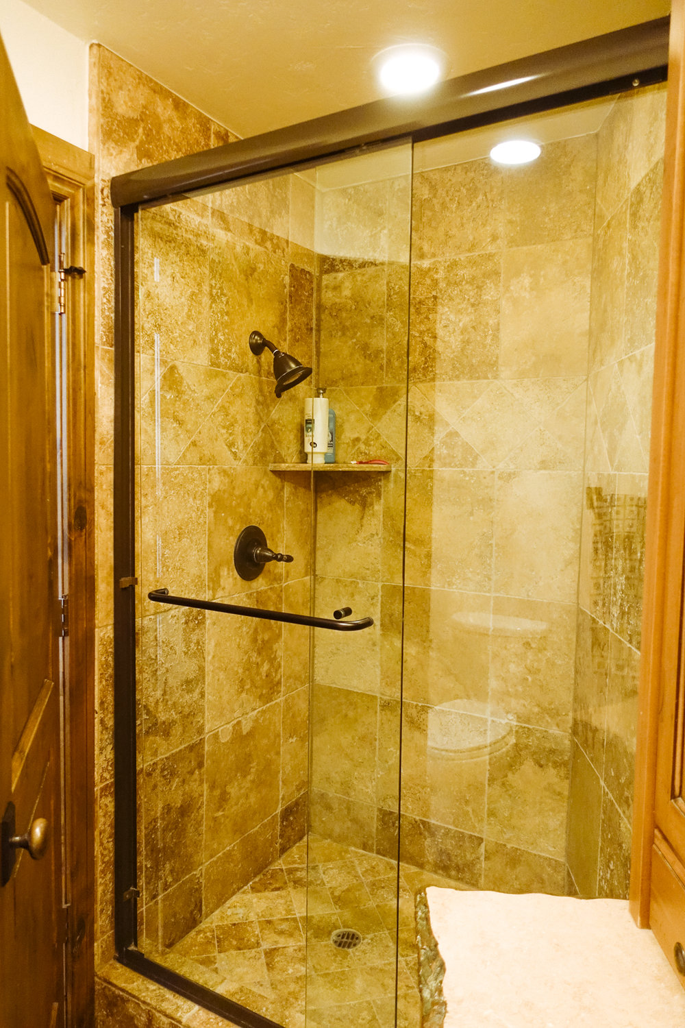 013 GUEST ROOM SHOWER.jpg