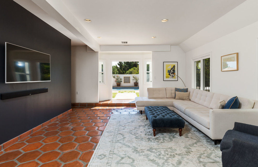 013 Living 1712 Manzanita Park Avenue Malibu For Sale Lease The Malibu Life Team Luxury Real Estate.jpg