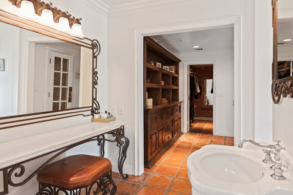 019 Master Bathroom 1712 Manzanita Park Avenue Malibu For Sale Lease The Malibu Life Team Luxury Real Estate.jpg