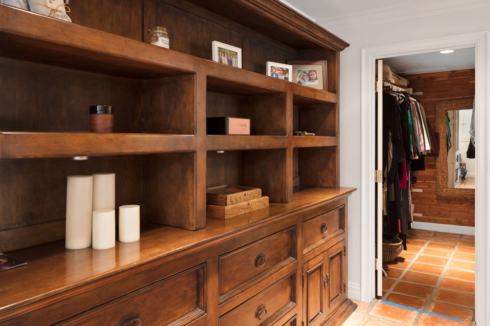 021 Master Closet 1712 Manzanita Park Avenue Malibu For Sale Lease The Malibu Life Team Luxury Real Estate.jpg