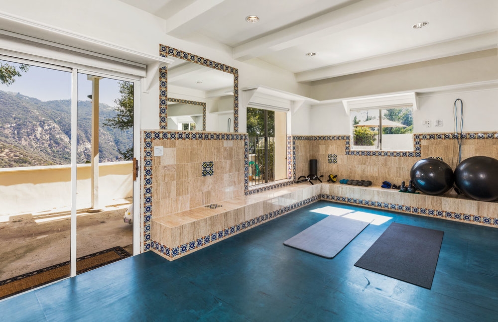 023 Yoga Room 1712 Manzanita Park Avenue Malibu For Sale Lease The Malibu Life Team Luxury Real Estate.jpg