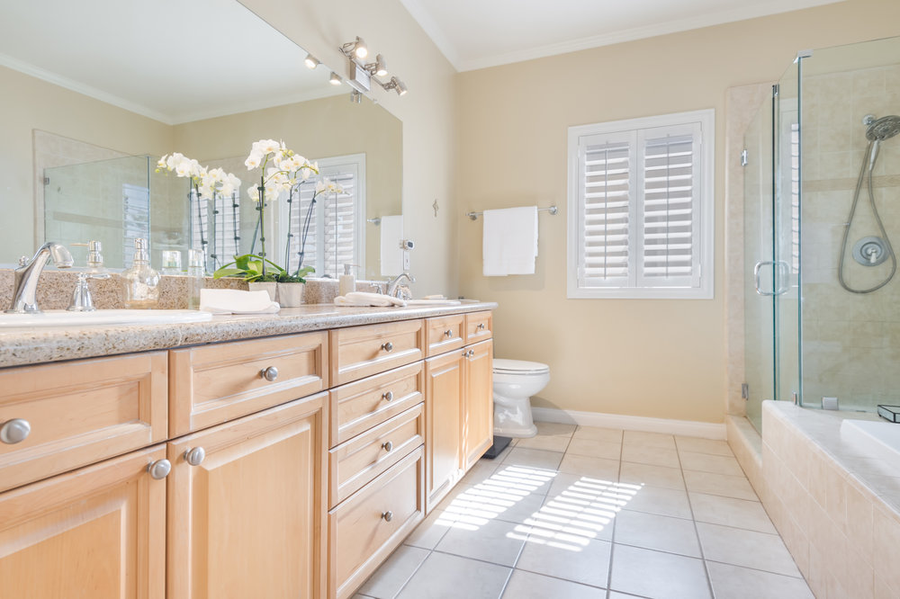 010 Master Bathroom 5653 Alix Court Redondo Beach For Sale Lease The Malibu Life Team Luxury Real Estate.jpg