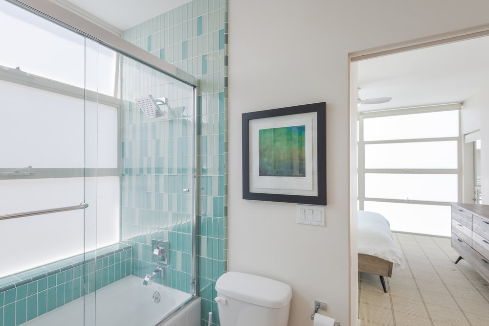 008.1 Bathroom Ocean Front Walk Venice For Sale Lease The Malibu Life Team Luxury Real Estate.jpg
