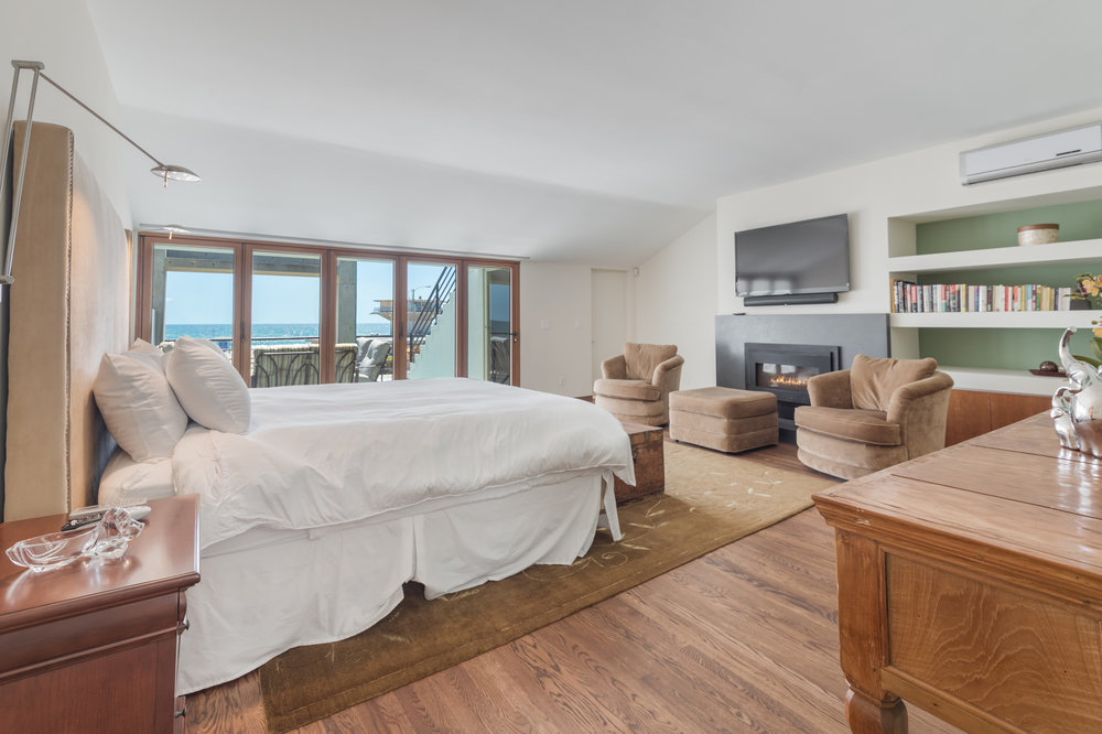 018 Master Bedroom Ocean Front Walk Venice For Sale Lease The Malibu Life Team Luxury Real Estate.jpg