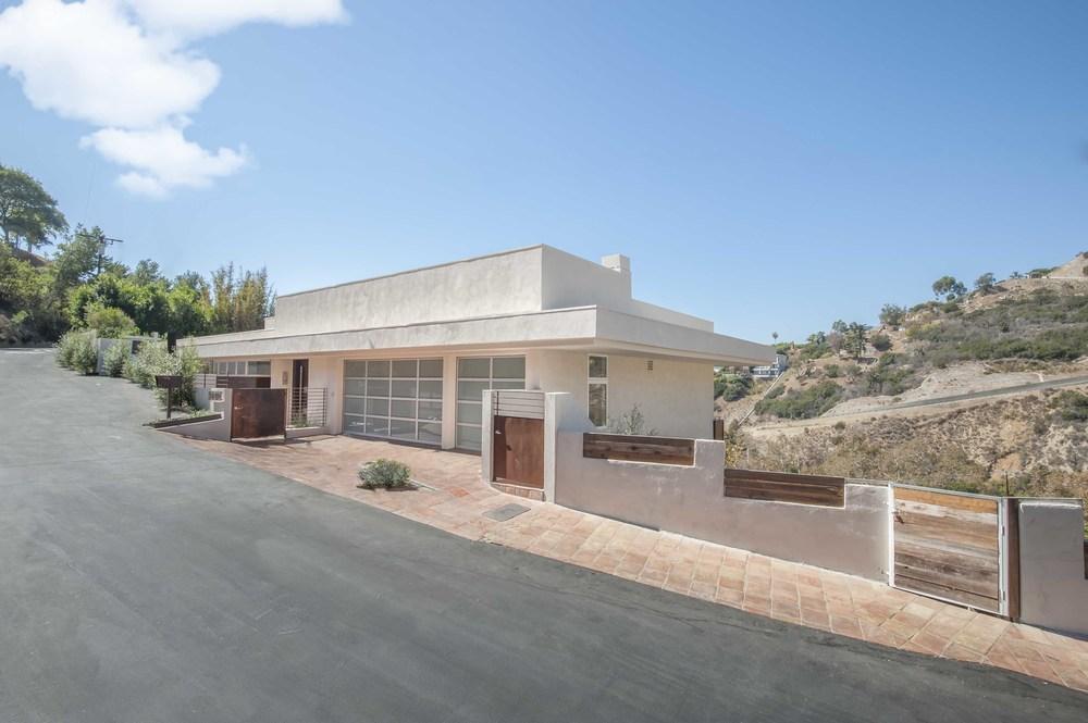 $3,850,000 | 21070 Las FLores Mesa Dr, Malibu
