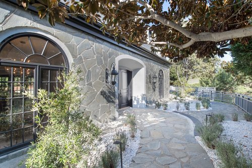 $3,000,000 | 30340 Morning View Dr, Malibu