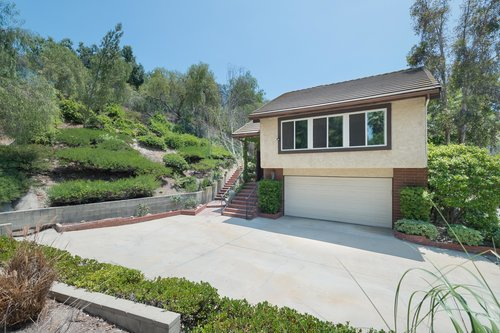 $700,000 | 8832 Moorcroft Ave, West Hills