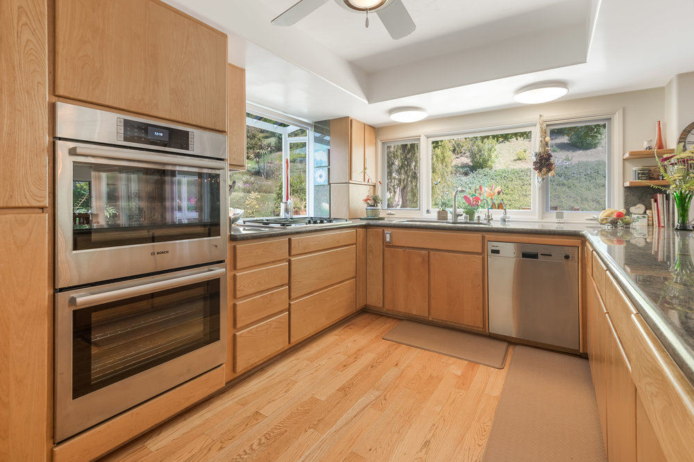 007 Kitchen 2550 La Condesa Drive Brentwood Los Angeles For Sale Lease The Malibu Life Team Luxury Real Estate.jpg