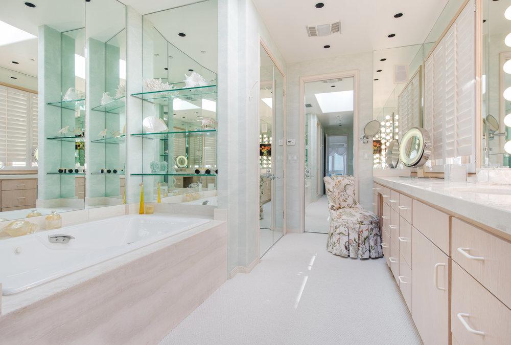 011 Master Bath 30966 Broad Beach For Sale Lease The Malibu Life Team Luxury Real Estate.jpg