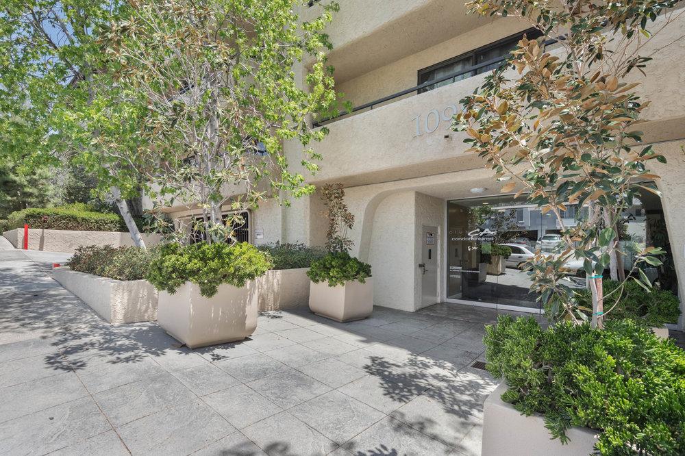 $778,000   10982 Roebling Avenue, Westwood