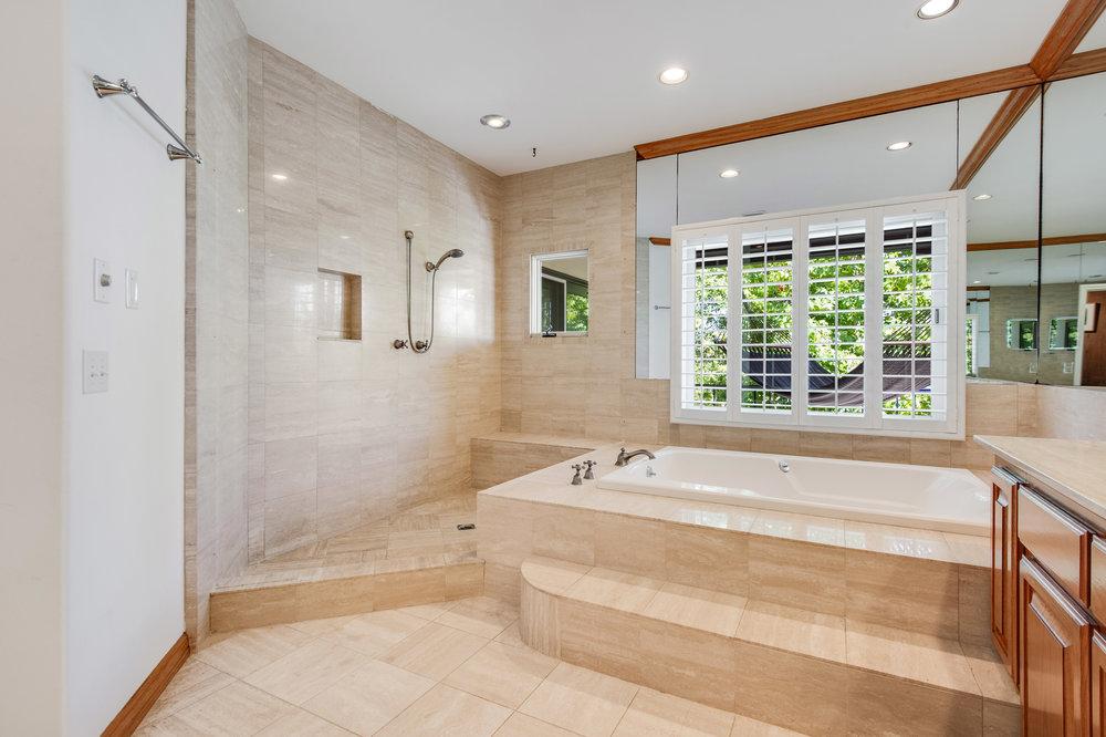 013 Master Bath Malibu For Sale Lease The Malibu Life Team Luxury Real Estate.jpg