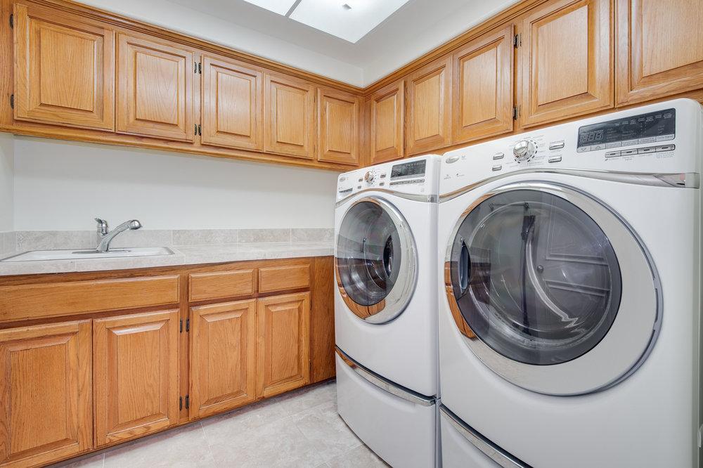 020 laundry Malibu For Sale Lease The Malibu Life Team Luxury Real Estate.jpg