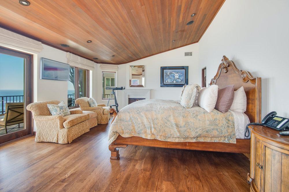 019 Master Bedroom Broad Beach For Sale Lease The Malibu Life Team Luxury Real Estate.jpg