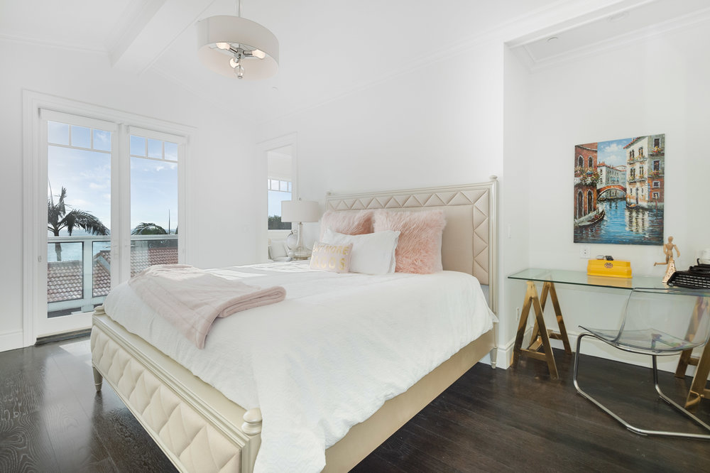 021 Bedroom 17819 Castellammare Drive Pacific Palisades For Sale Lease The Malibu Life Team Compass Luxury Real Estate.jpg