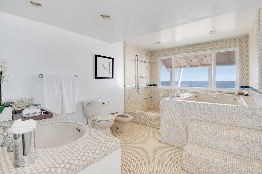 012 Master Bath 19158 PCH Malibu For Sale Lease The Malibu Life Team Luxury Real Estate.jpg