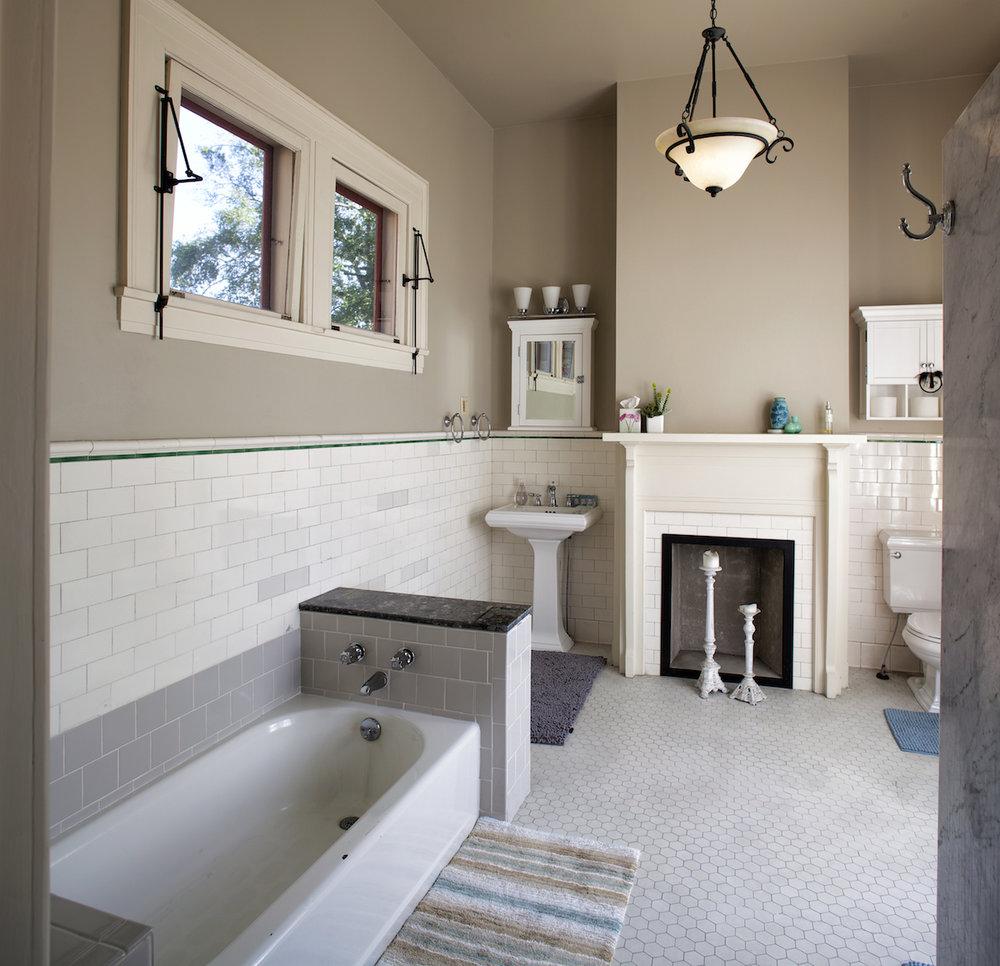 Top Bed and Breakfast Savannah Nichols Suite bathroom.jpg
