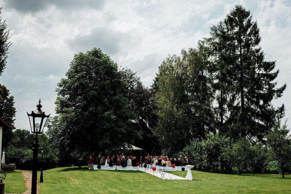 Hochzeit-Conny-Peter-2016-Projekt-2-Punkt0-unbenanntunbenannteFotosessionL1140657-300.jpg