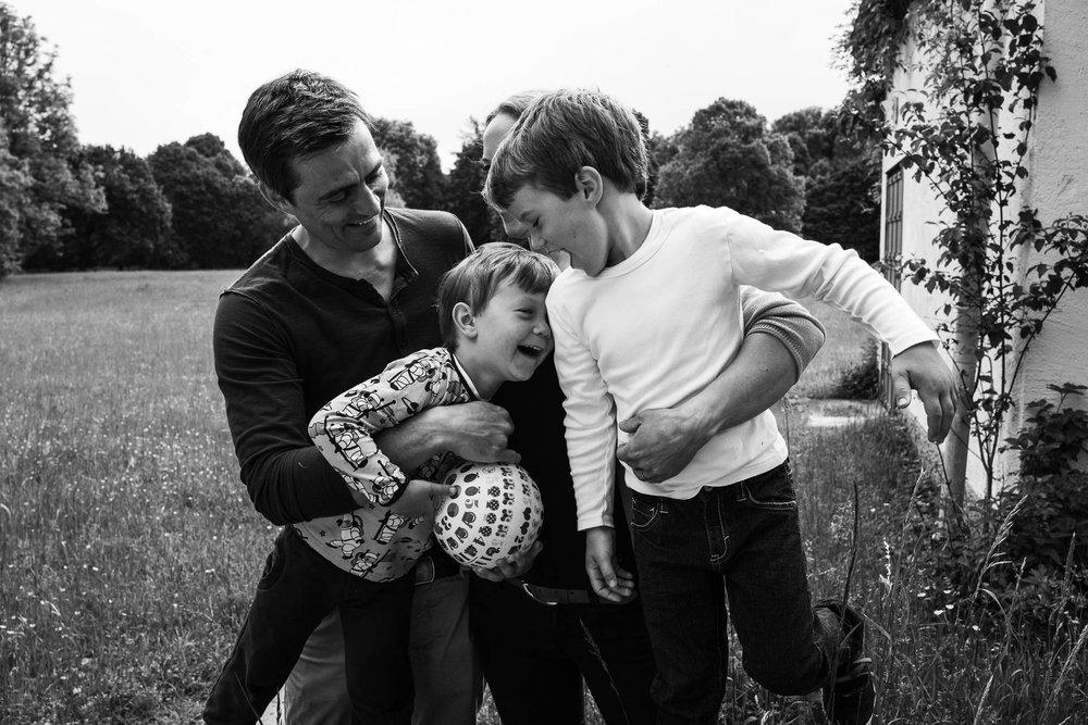 besondere-familienfotos-fotograf-muenchen--70.jpg