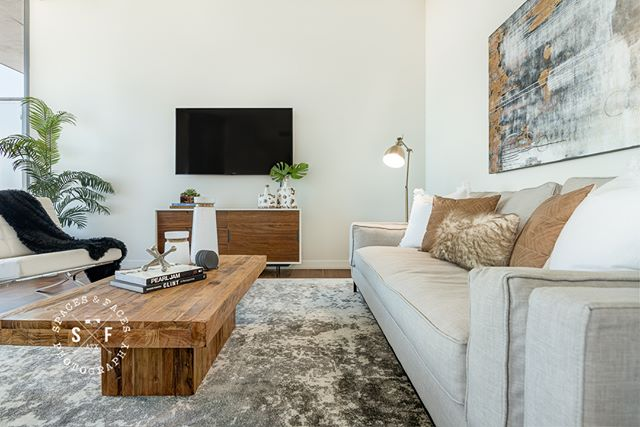 Beautiful interiors by @eliteaustin in this furnished unit at the W Austin! #austinliving #wresidences #austindesigner #austindecor #austinphotographer #driftwoodphotographer