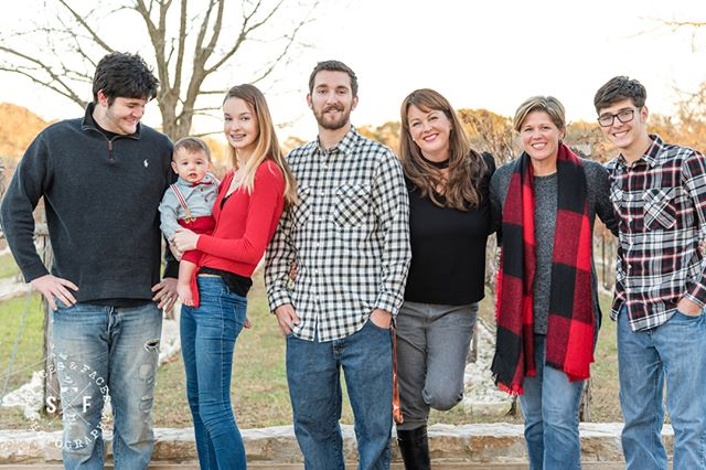 What a gorgeous family from this holiday shoot @saltlickbbq! #driftwoodtx #driftwoodphotographer #saltlick #holidayfamilyphotos
