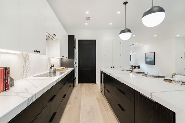 Love this black and white kitchen! #whiteinteriors #blackandwhitekitchen #austinliving #austinrealestate #blackcabinets