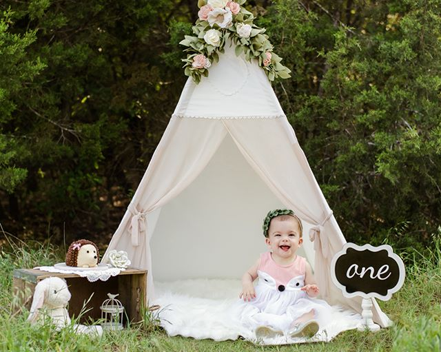 "Can't think of a better way to fight the ""Monday Blues"" than a sneak peak from Friday's cake smash session. Rhysse was all smiles and I couldn't have asked for a happier baby to photograph. Memory Makers Parties & Events set up the most precious woodland creatures teepee setting for this sweet baby girl!  #teepeephotoshoot #austinphotographer #cakesmash #atxphotographer #woodlandcreaturestheme #milestonephotography #cakesmashphotography #circlecranch #southaustinmoms"