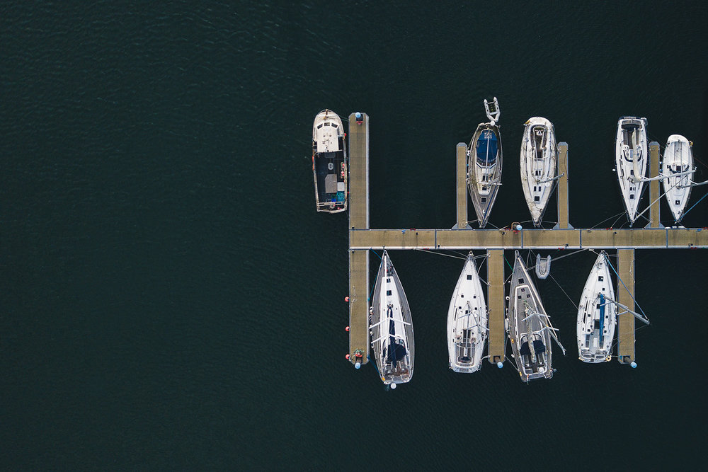 editorial-travel-photography-ireland-drone-boats-sea.jpg