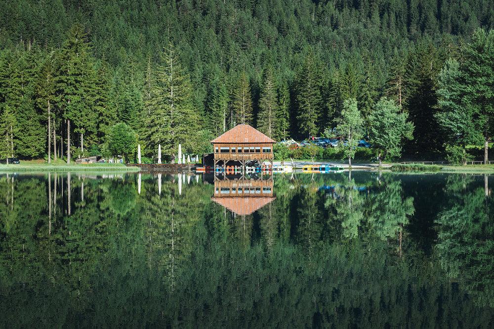 travel-photography-italy-dolomites-lake.jpg