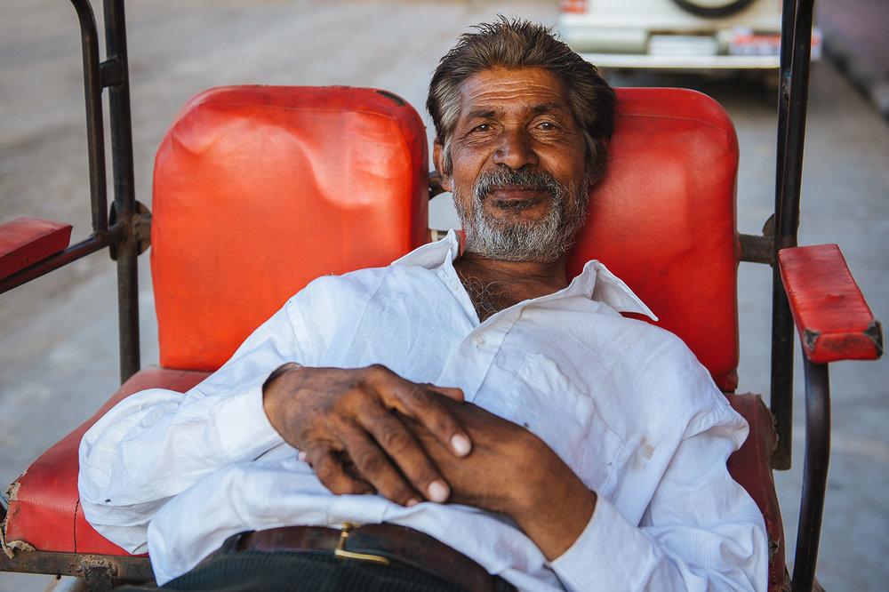 travel-idia-portrait-rickshaw-driver.jpg