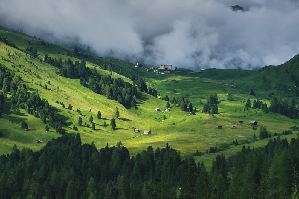 travel-italy-dolomites-moutains.jpg