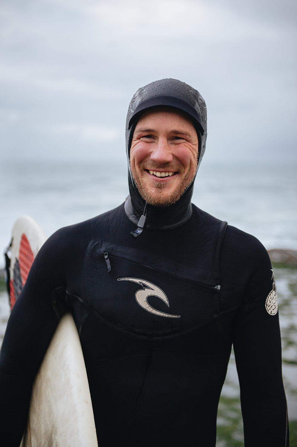 winter-surfing-ireland-sport-adventure-09.jpg