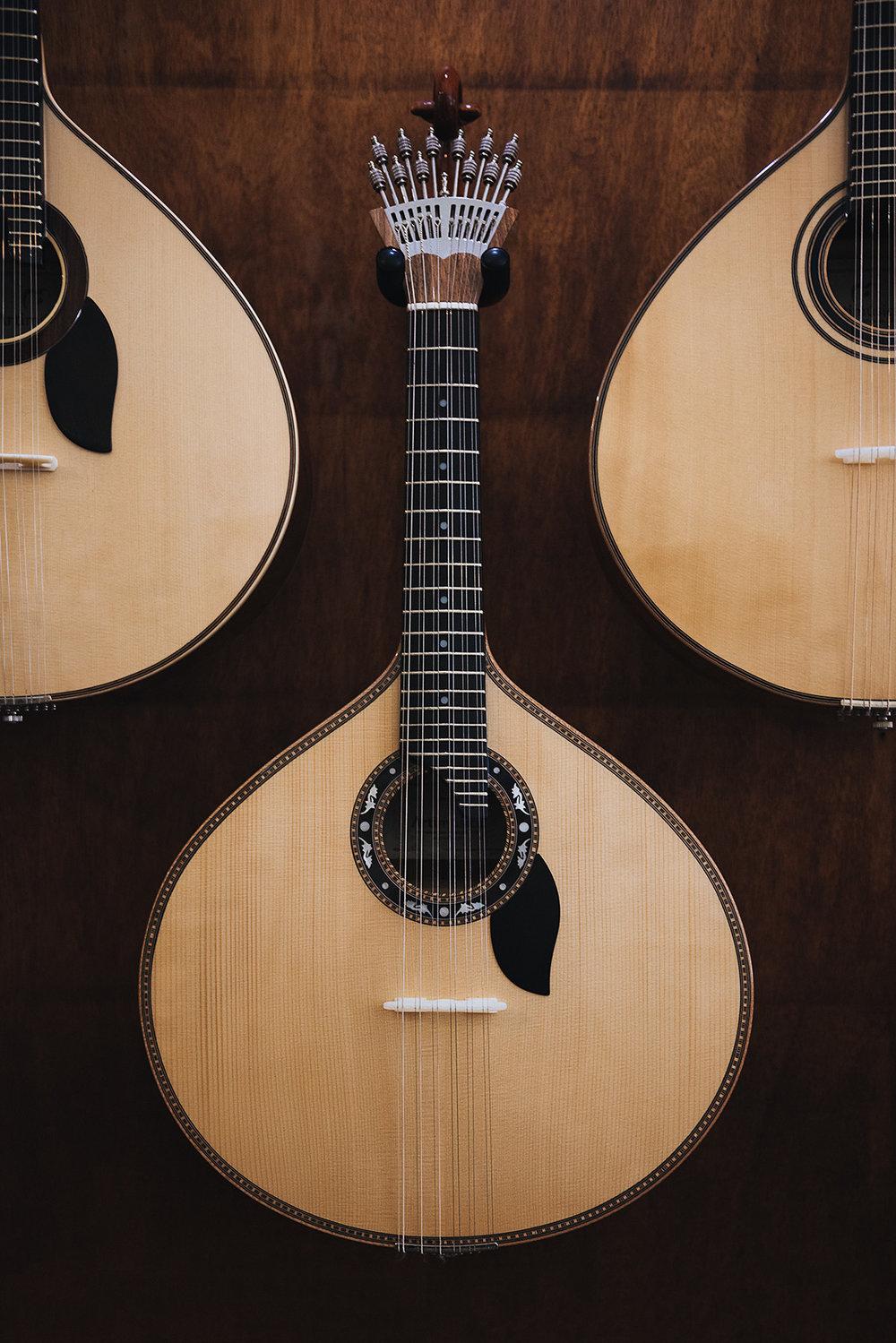 travel-spain-porto-editorial-guitar.jpg