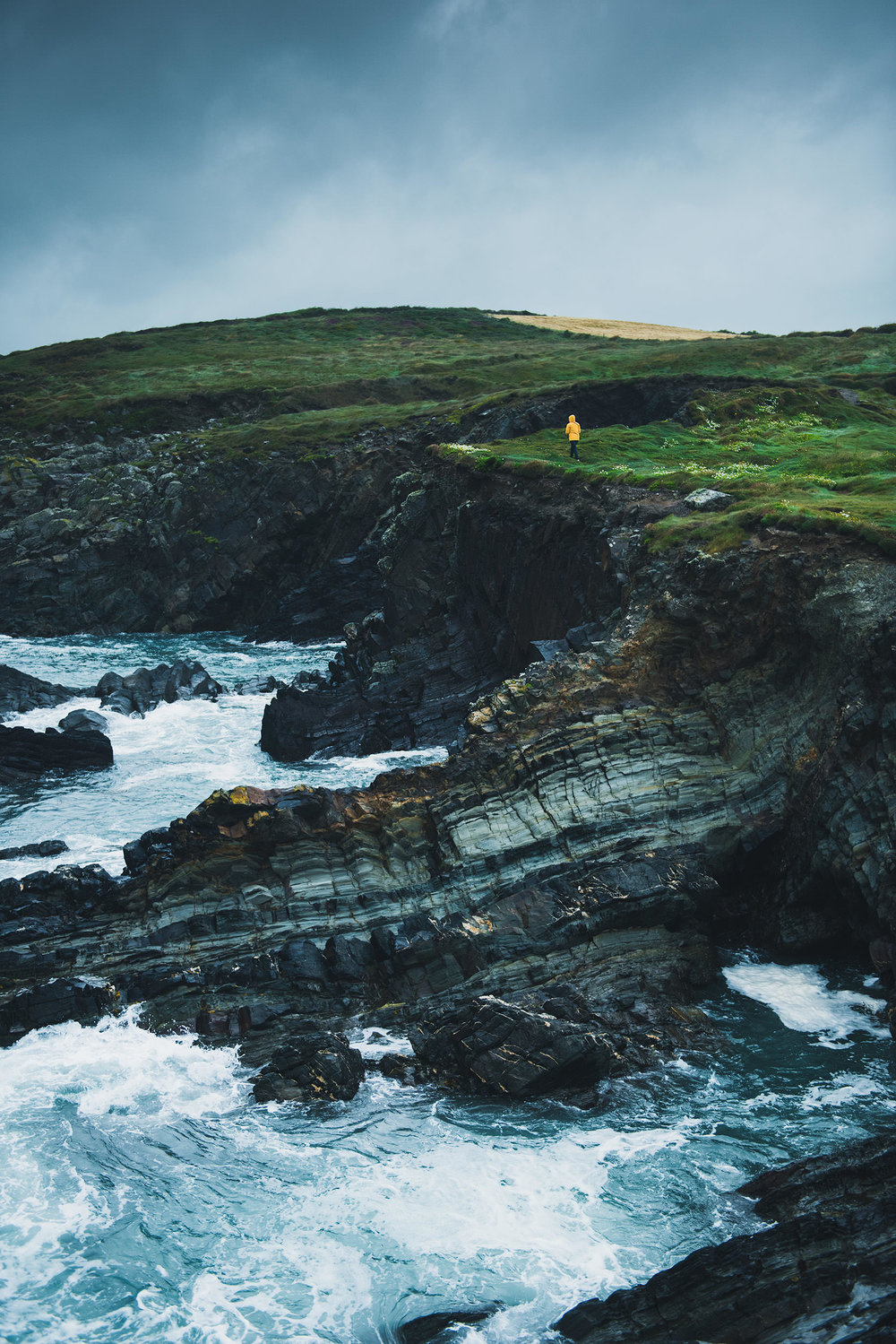15a-outdoor-ireland-coast-adventure-wandering-cliffs.jpg