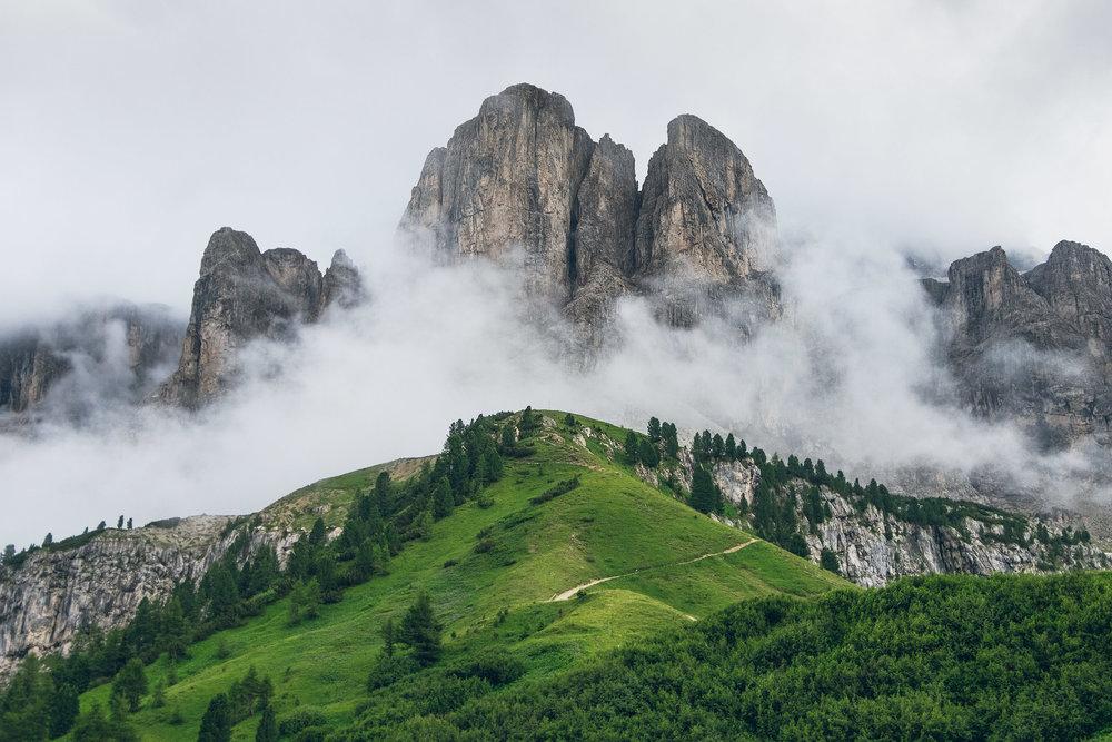 17-outdoor-adventure-mountains-italy-dolomites.jpg