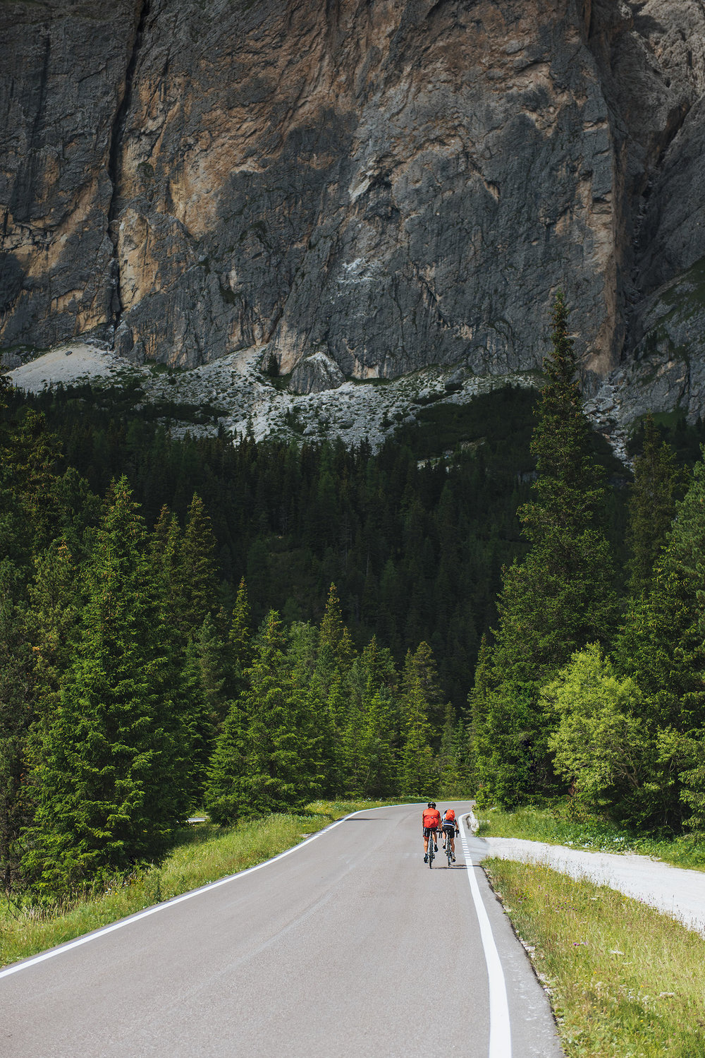 22-outdoor-adventure-mountains-italy-dolomites-cycling.jpg