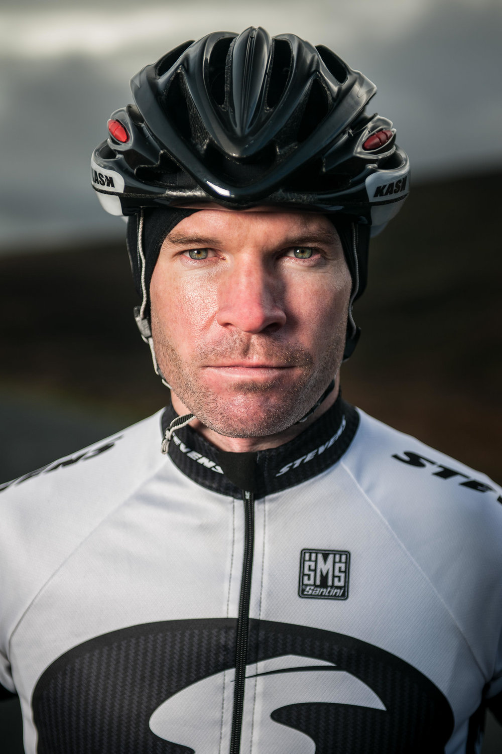 28-outdoor-ireland-mountains-wicklow-cycling-road-bike-portrait.jpg