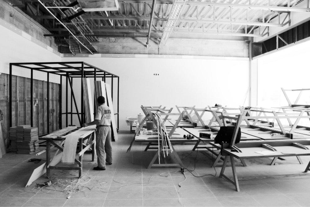 producción de mesas hedghehog para las oficinas de element studios