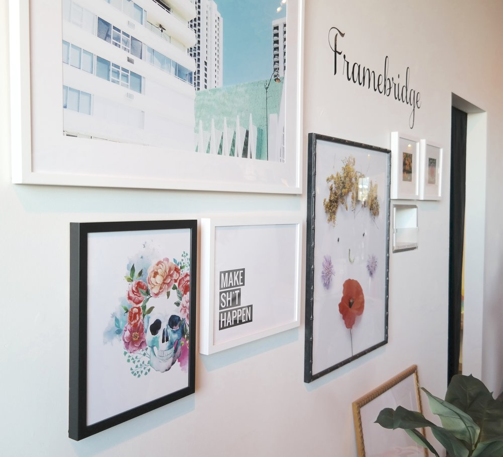 Framebridge's  beautiful vendor set up. A great way to create your gallery wall, you can upload original files to print and frame or they send you everything you need to carefully ship your original art to frame. Use code 10Anna for 10% off your first order.