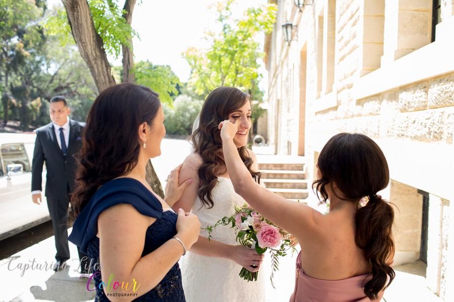Wedding Photographer Perth Candid UWA Sunken Gardens029.jpg