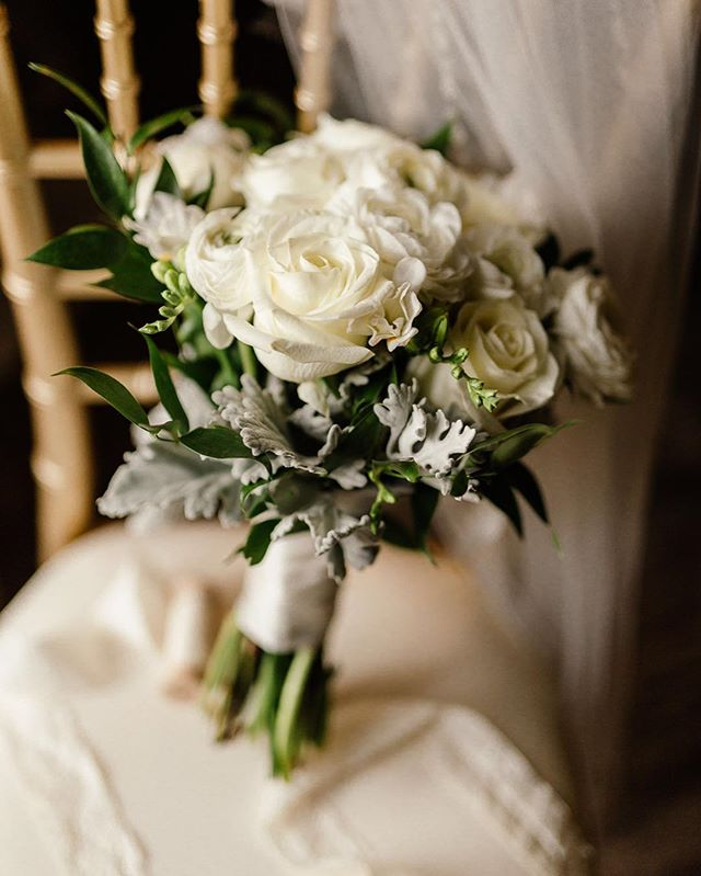 Pretty sure details are my favorite thing to shoot on wedding days 😍 . . . . . . #weddingdetails #weddingstyling #weddingphotography #weddingdecor #weddingbouquet #weddingshoes