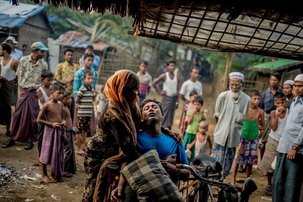 WaitingforHealth_Tomas_Myanmar.jpg