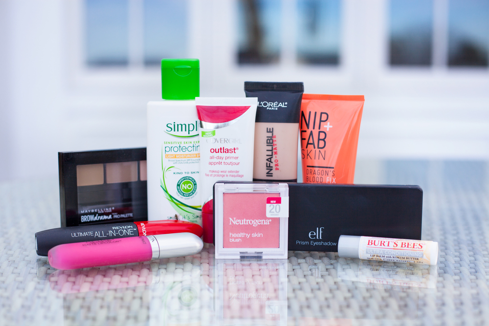 Bloggers Christmas Beauty Brawl: Five bloggers review ten products each in the ten days leading up to Christmas! Don't miss these in-depth product reviews before your next beauty shopping spree!