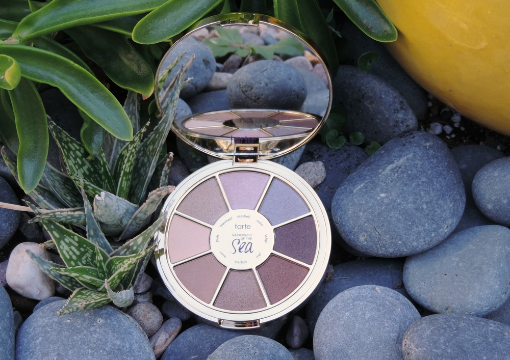 Tarte's Spring 2016 Rainforest of the Sea collection is perfect for the upcoming season; gorgeous colors & hydrating formulas will pump up your makeup look and give your skin a boost! Click through for a review & swatches of the Tarte Rainforest of the Sea Eyeshadow Palette, $34 exclusively from Sephora.