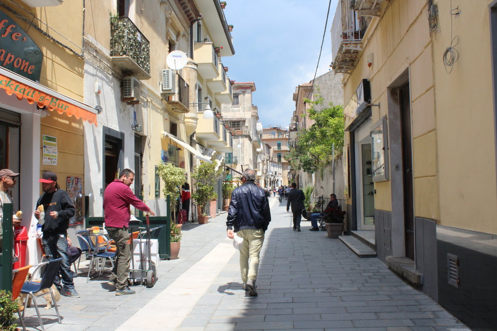 The main street for shopping in Santa Maria Castellabate. Stores close for 3 hours midday for the riposo or siesta, which hasn't gone away on the Cilento coast as it has in Amalfi, Florence or Venice.