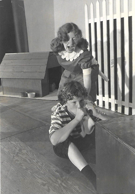 Ken McClelland (Schroeder), Blenda Parker (Lucy)